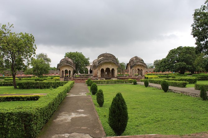 One day tour: Aurangabad, Daulatabad & Khultabad with home-stay