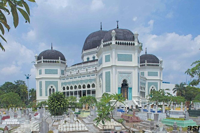 Medan Half-Day Tour to the Multicultural City