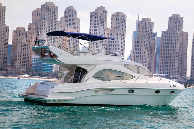 Private Dubai Yacht Tour with Swimming (2, 3, or 4- Hours)