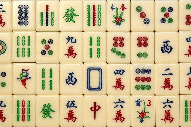 Historical City Tour:Old Fashion Guangzhou and Special experience:Play Mahjong