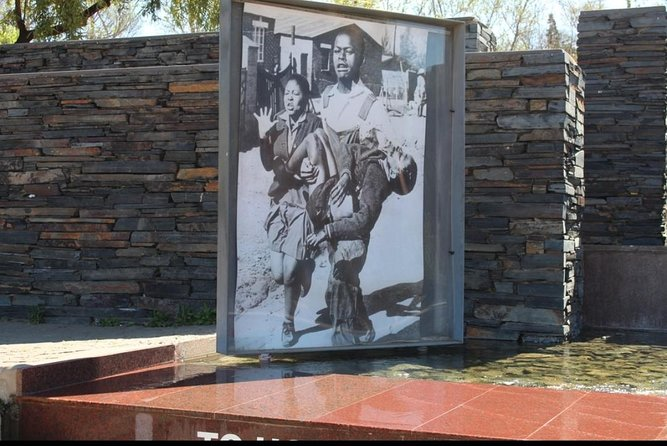 Private Johannesburg City, Apartheid Museum with Soweto Tour R1,900 photo 4