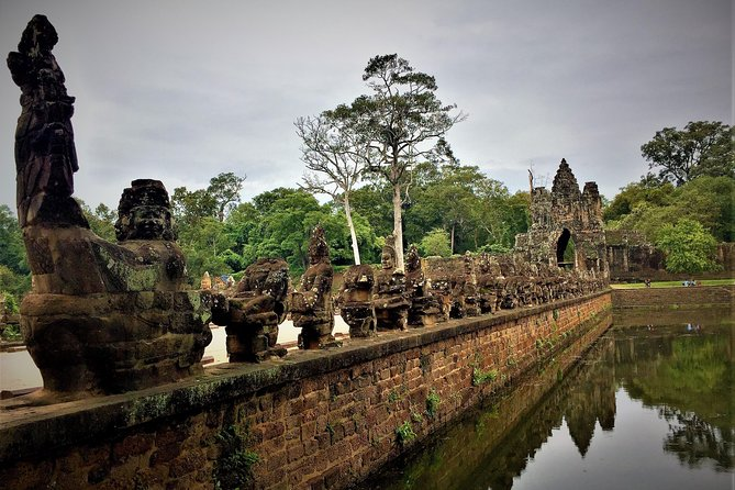 Siem Reap Angkor Sunrise by private motorcycle