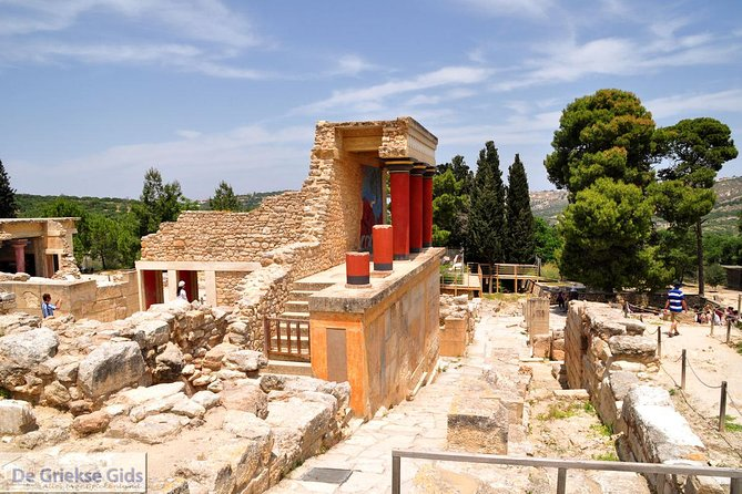 Private Tour to the Palace of Knossos & Archaeological Museum of Heraklion