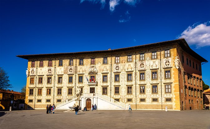 Pisa and Lucca Escorted Grand Tour by Bus from Florence