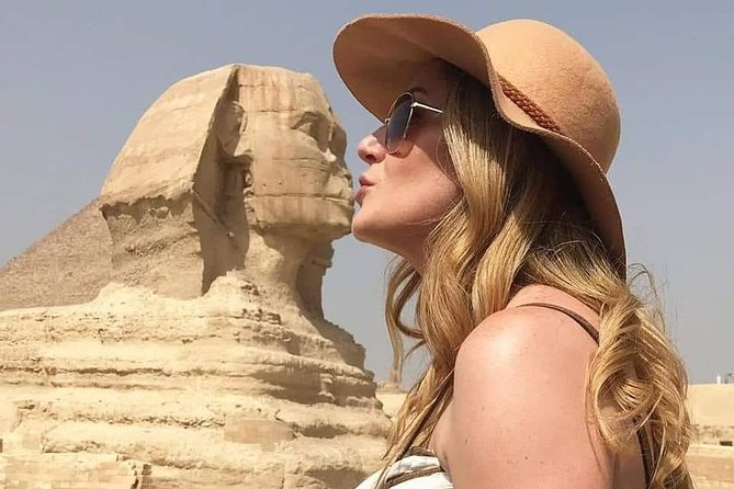 Private Full-Day Tour to Giza Pyramids & Egyptian Museum & Bazaar with Lunch Inc