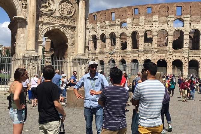 Small-Group Tour of Colosseum with Entrance to Roman Forum
