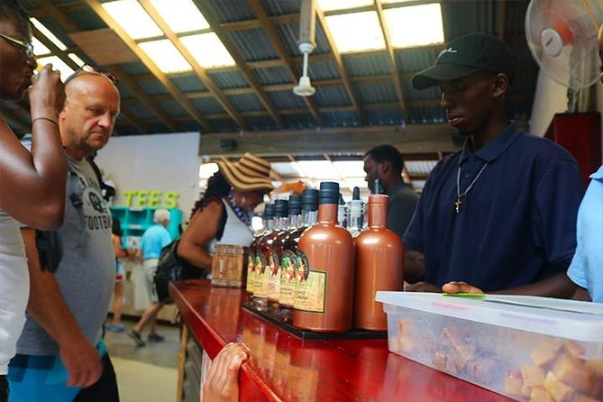 Roatan Sightseeing to the Chocolate, Cameo, Cigars & Rum Factories photo 12