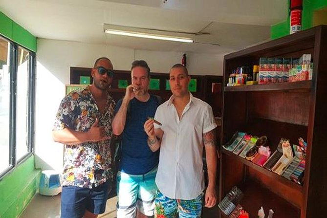 Roatan Sightseeing to the Chocolate, Cameo, Cigars & Rum Factories photo 15