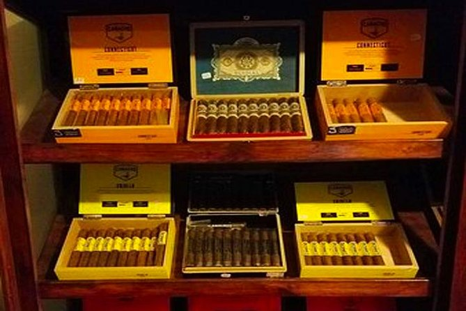 Roatan Sightseeing to the Chocolate, Cameo, Cigars & Rum Factories photo 14