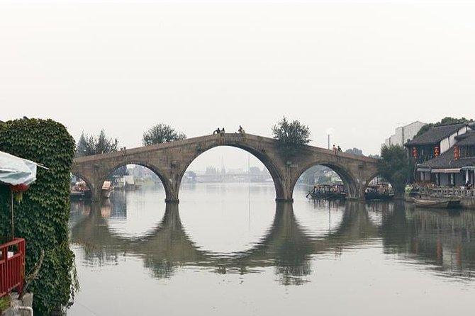 All-inclusive Zhujiajiao Water Village Tour by Public Transportation