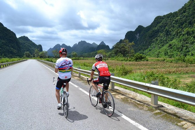 Cycling Hue to HoiAn 2days photo 1