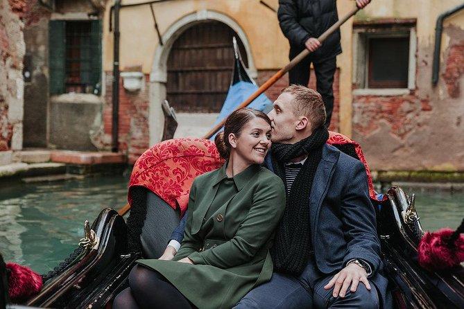 Private Photo Shoot in Venice with Gondola Ride