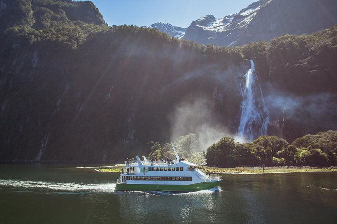 Milford Sound Day Tour and Cruise with Lunch