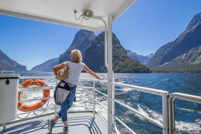 AwesomeNZ: Milford Sound Day Tour and Cruise Including Lunch