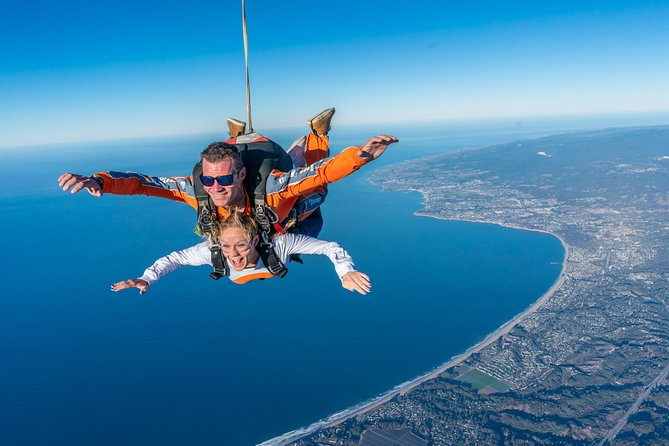 18,000 Ft Tandem Skydiving Close to San Francisco Bay Area with Ocean Views