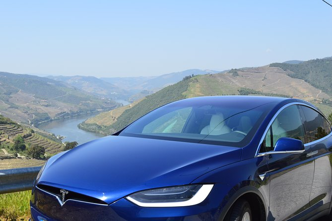 Douro Deluxe - Tesla Private Tour
