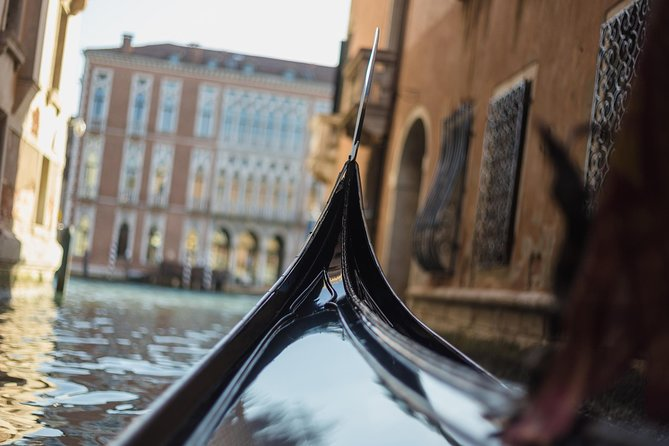 Charming Gondola ride & Magical Glassblowing demonstration