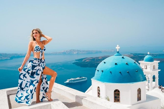 Tour Santorini with a professional photographer