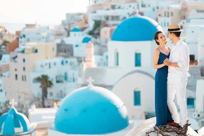 Tour Santorini with a professional photographer