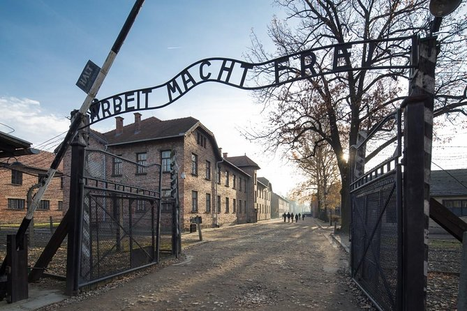 Excursão histórica de Auschwitz-Birkenau saindo de Cracóvia com transporte particular