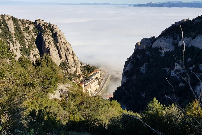 Visit to the monastery of Montserrat and hike up the mountain