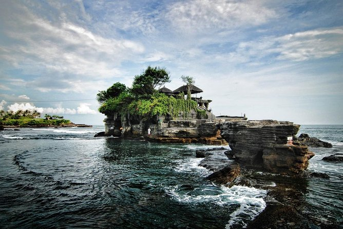 Tanah Lot Temple and Uluwatu Temple Tour with Shopping