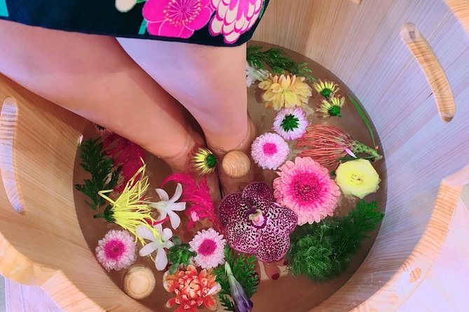 Flower footbath & foot massage tailored to the Japanese season