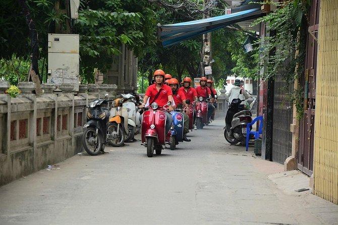 Ciudad de Hanói Comida, cultura y callejuelas Vintage Vespa Tours