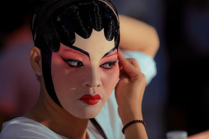 Guangzhou Day Tour with special experience:Make-up photos of Cantonese Opera