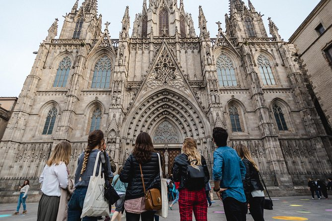 Architecture, History & Local Catalan gastronomy through the Gothic Quarter