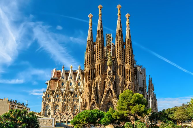 Private Barcelona Sagrada Familia & Montserrat Tour with Hotel pick-up