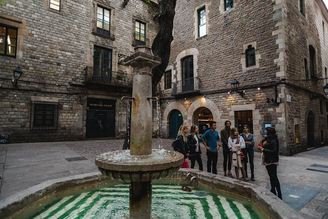 Architecture, History & Local Catalan gastronomy through the Gothic Quarter photo 4