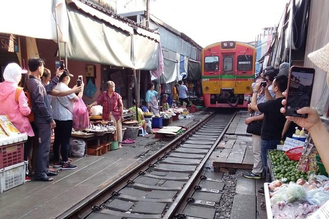 Damnern Saduak Floating Market-Mae Klong Railway Market (Train Pass the Market) photo 1