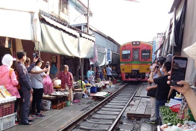 Damnern Saduak Floating Market-Mae Klong Railway Market (Train Pass the Market) photo 2
