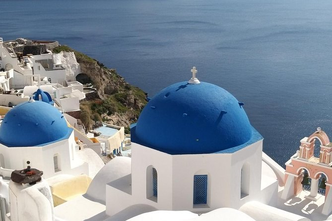 Private Overview of Santorini: Popular destinations & local food experience!