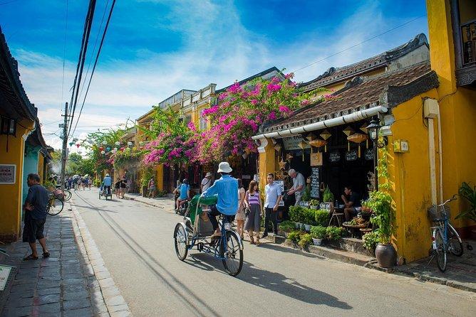 Big group: Hoi An Ancient Town Walking Tour