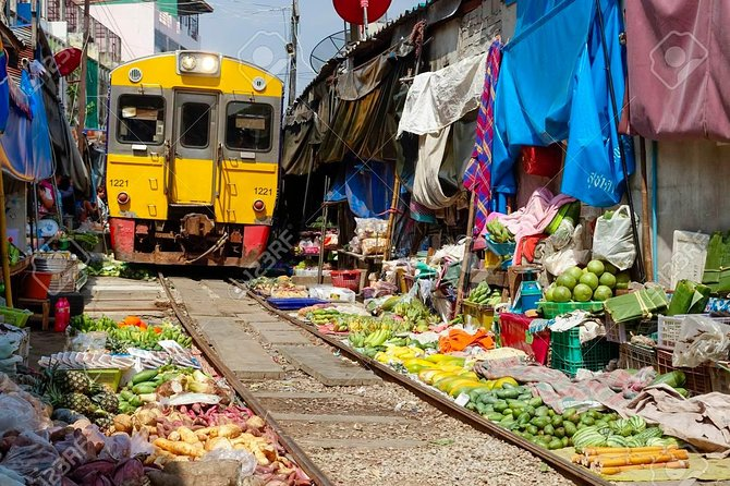 Bangkok Risky and Damnern Saduak Floating Markets Half Day Tour