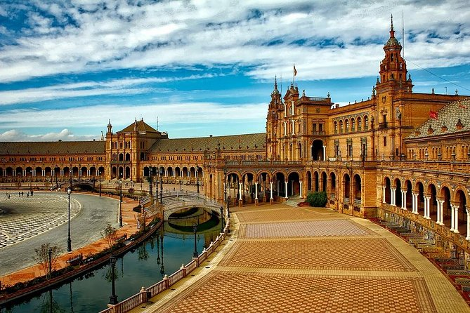Private Customizable Tour of Sevilla with Hotel pick up and drop off