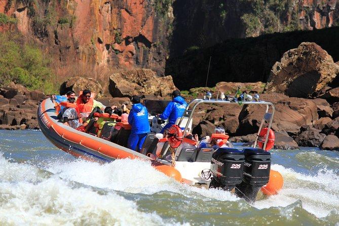 Viagem de barco no Macuco Safari