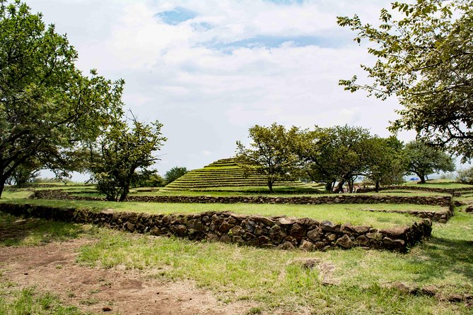 Tour by archaeological site of Guachimontones