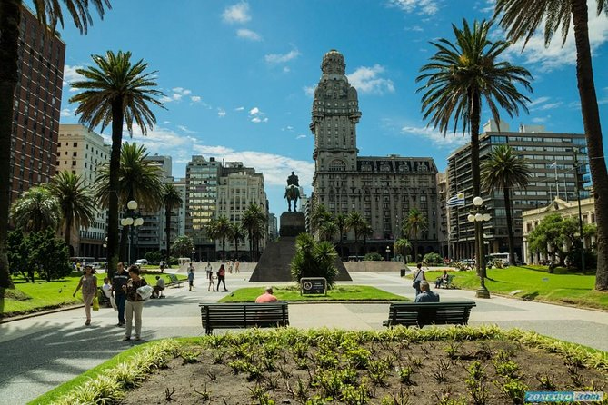 Montevideo Day Trip from Buenos Aires with Lunch and Transfers