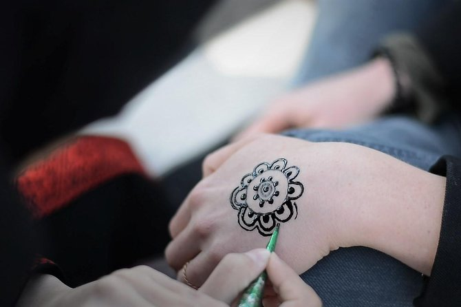 Henna and Kohl Drawings Experience