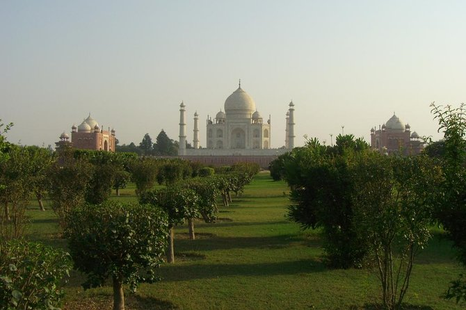Day Trip to Agra from Pune with Air Tickets