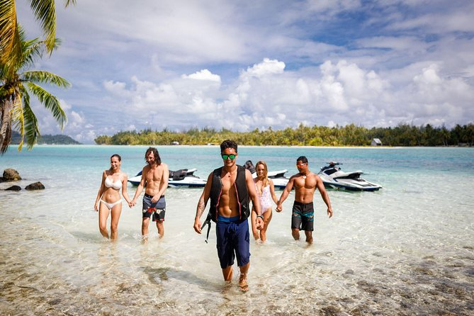 Bora Bora 4WD Tour Including Lunch at Bloody Mary's and Jet Ski Tour