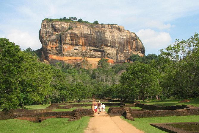 Sigiriya Rock and Dambulla Cave Temples from Negombo (All inclusive day tour)
