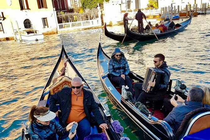 Private Gondola Ride with Serenade in Venice
