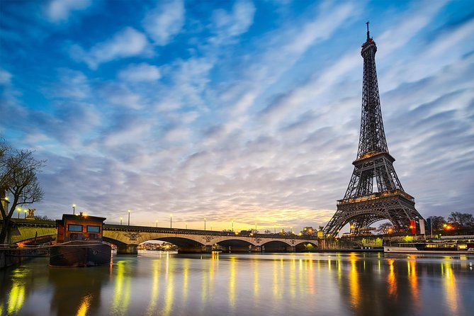 Paris VIP Twilight Tour: Seine Champagne Cruise & Skip-the-Line at Eiffel Tower