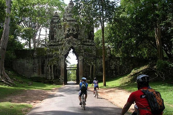 Angkor Cycling by Bike or eBike (Optional Temple Guide)