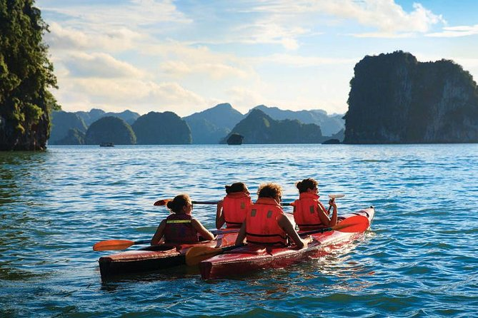 3-Day Kayaking and Exploring Caves Cruise on Bai Tu Long Bay from Hanoi