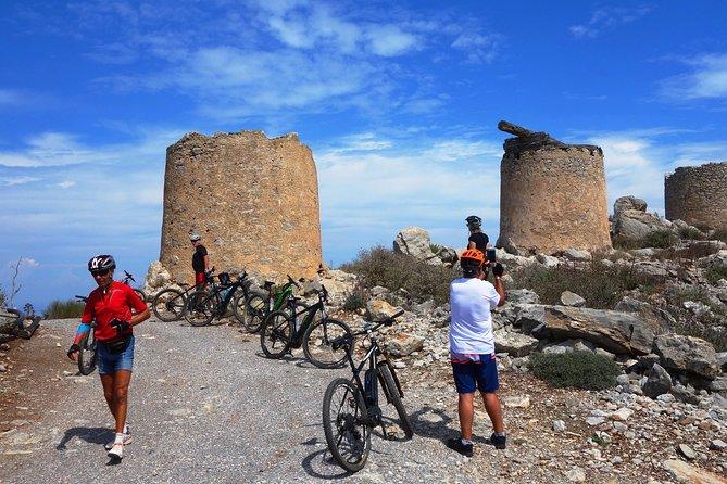 Små landsbyer Cretan Nature & Aposelemis canyon E-Bike tour med Café stopp